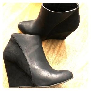 Steve Madden leather/suede wedge booties